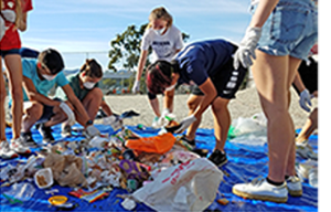 Santa Monica students cleaning up the beach